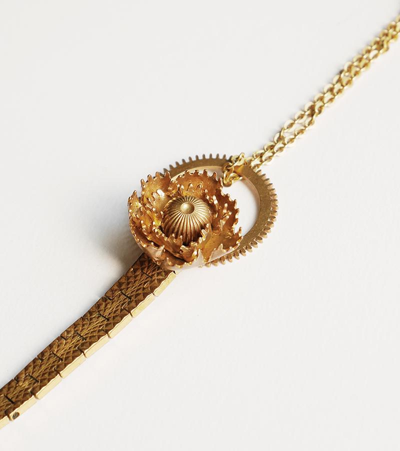 bracelet rose, création originale Mkabricks : l'art de remonter le temps