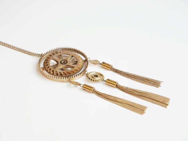 sautoir oulan, collier par mka bricks : l'art de remonter le temps